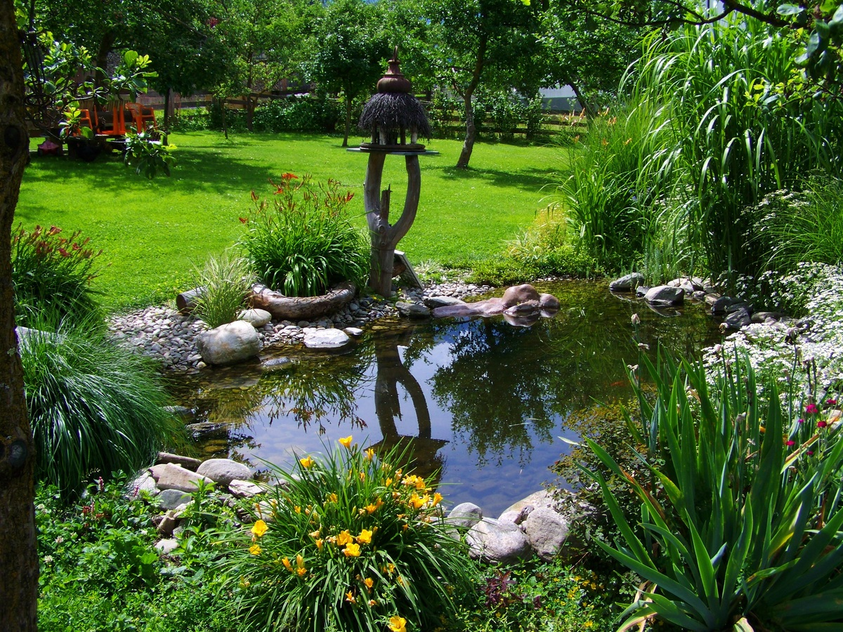 Plastové zahradní jezírko